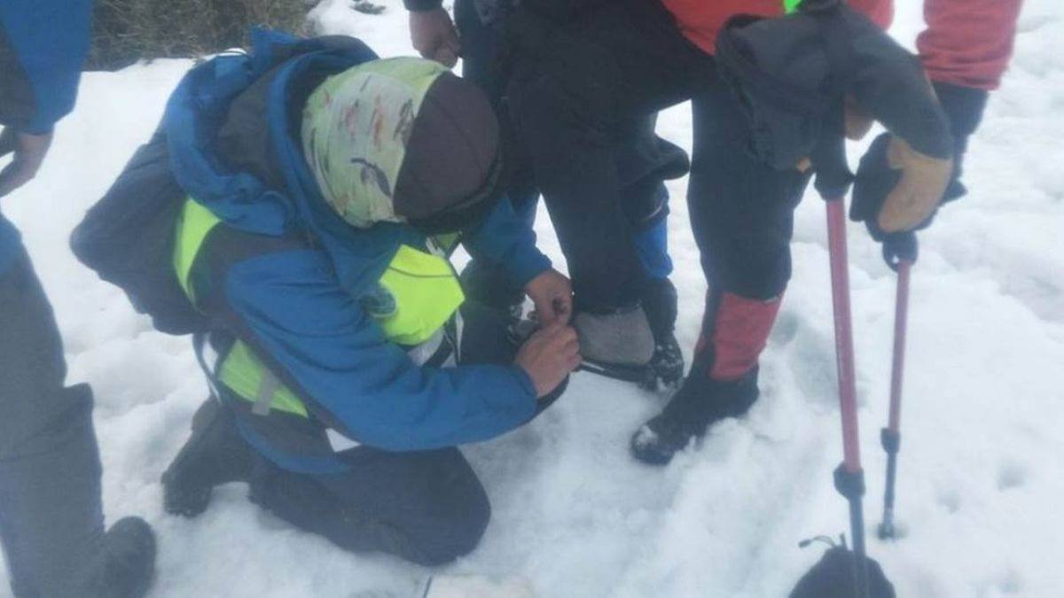 救太慢?雪地裡脫鞋「給受困山友穿」消防員犧牲搜救,遭網酸「不是背屍體」求轉發同業氣憤!