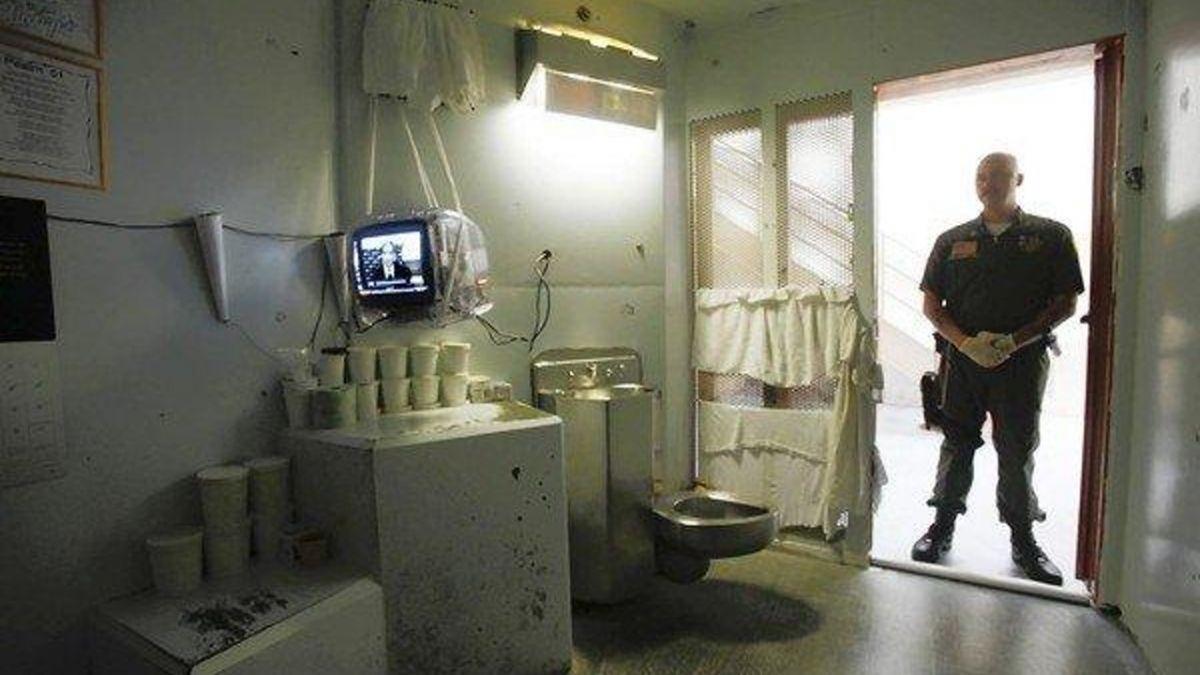 史上最殘忍監獄「只有4面水泥牆」關久還會忘記時間,相較之下澳洲監獄「乖乖就提供愛愛」超有人性!