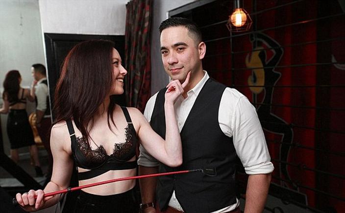 夫妻合開「%%狂歡俱樂部」超過4千對夫妻情侶參加,「各種色色慾望滿足」想得到都有!他們:夫妻會更親密