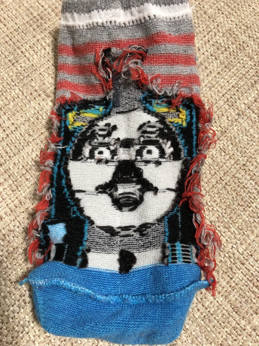 日本爸爸買「湯瑪士小火車襪子」給兒子,翻面後「毀滅童心崩壞模樣」連大人都會嚇哭