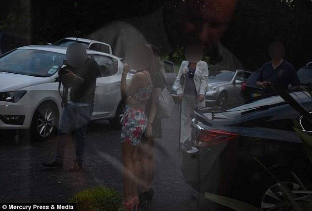 花2萬請攝影師拍婚禮,成品照送來「滿滿伴娘巨乳+下體」不見新人!攝影師辯:都是天氣的錯