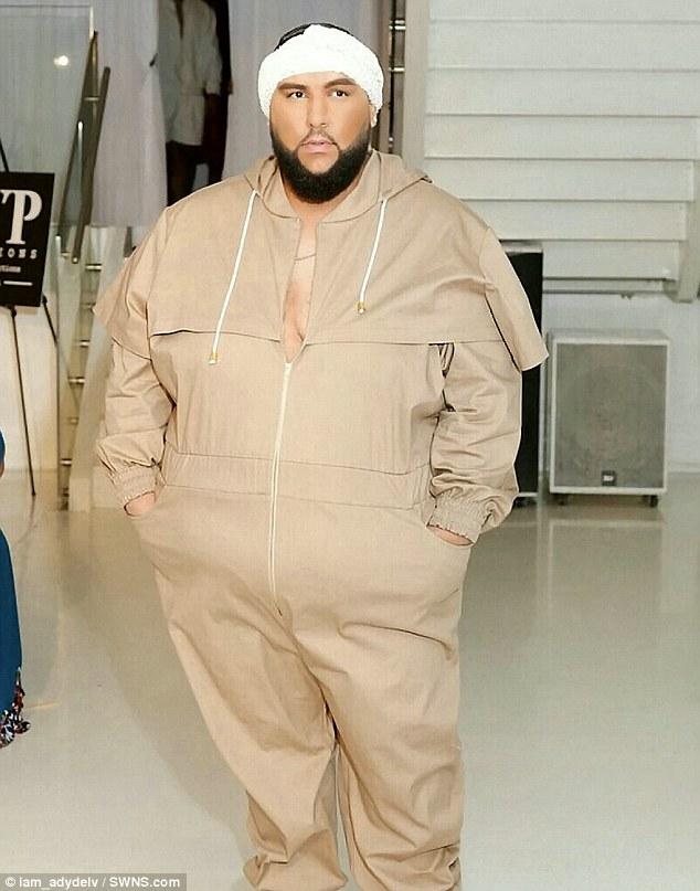 XXXXL超大尺碼「200KG米其林肉男」登上時尚伸展台!「鏡頭前大方脫光」他:別讓別人對你的身體貼標籤