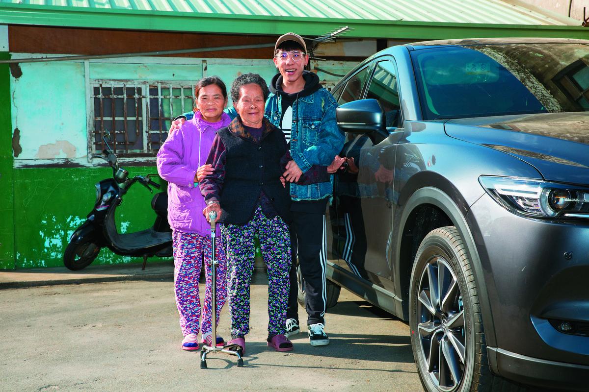 從年收掛蛋衝到400萬!林進闖盪3年終圓夢「買一台可以載全家人的車」,他:要載阿嬤到最遠的地方