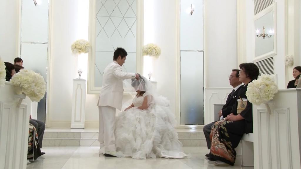 未婚妻忘了他是誰!於是他等了8年,讓她一點一點地重新想起他 (影片)