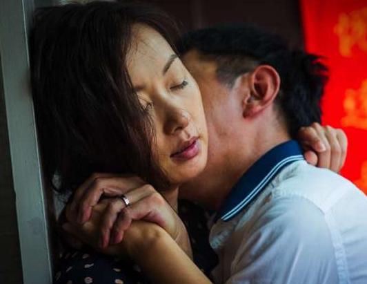 「我們幹了492次!」40歲妻LINE小王「鹹濕對話+互傳露奶露鳥裸照」,綠帽夫怒提告被打槍:證據不足