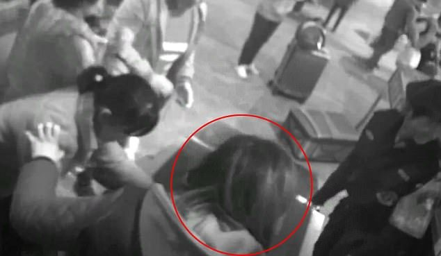中國安檢X光機照出「一整個人」!「超透視身材曲線害羞全露」網友:是來檢查身體?