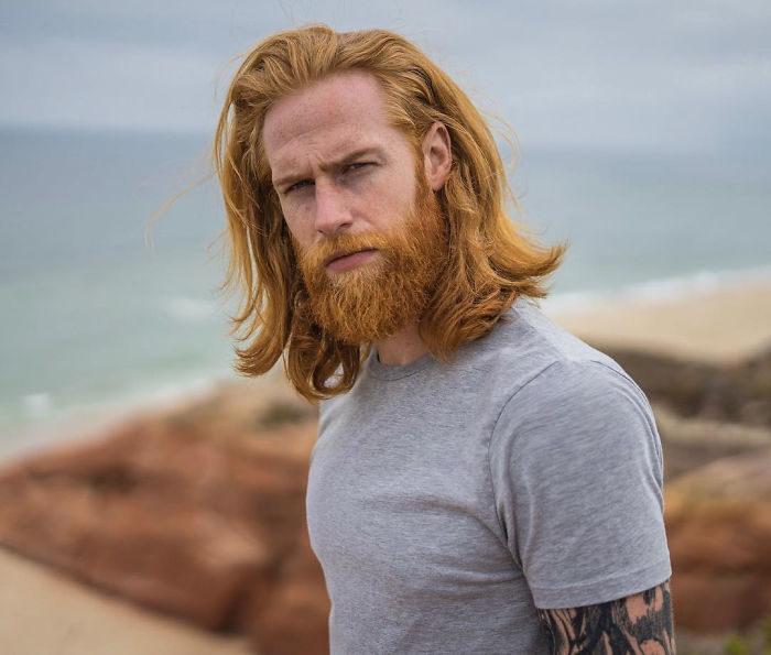 體重破百男聽理髮師建議「留鬍子」 想不到一留之後...竟帥到連貝克漢都找上門!