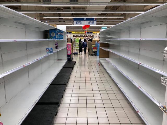 衛生紙喊漲「各大賣場1個周末全被掃空」!專家:這只是開始,接下來「這些」也都會漲