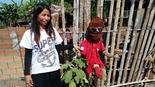 抓「5個40~50歲男人當交替」,泰國村莊「寡婦鬼出沒」村民全在家門外掛上大GG人偶避邪!
