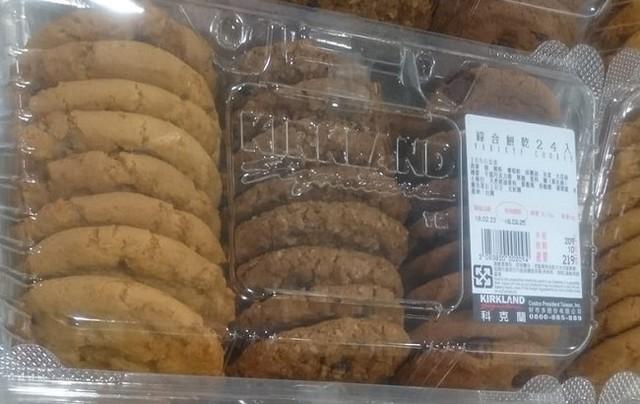 好市多再現台大媽恥度!當眾打開餅乾「試吃一口再放回」,旁邊民眾全吐:現在只想退卡!