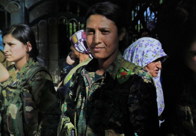 女兵奮戰到最後一刻「雙臂遭刮下」,蹂胸虐屍影片寄到人權組織「這是我們的戰利品!」(影片慎入)