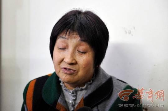 老母在醫院癡等29年等「被抱走的兒子」,應徵當清潔工「暗地調查」竟然發現蛛絲馬跡讓一家團圓!