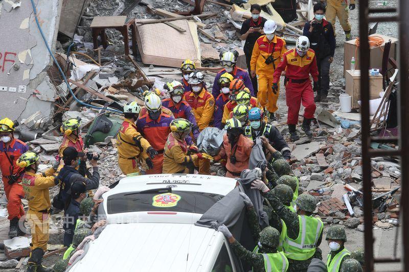 雲門翠堤201號房「最後罹難者」,驚恐表情停滯在「大樓崩塌分秒之間」救難人員震撼:祂拱起腳,卻躲不過...