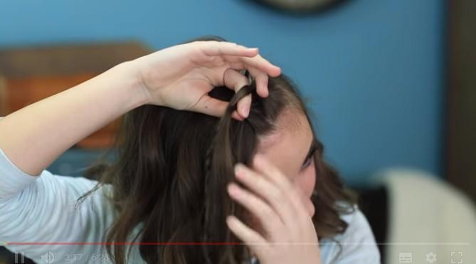 她:頭髮先往右邊拉...完美髮型教學,3分鐘後最狂時尚屌打韓風!