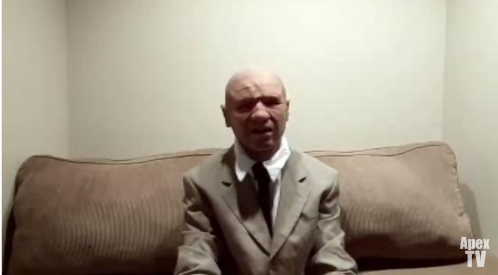 2118年穿梭回來的CIA探員受訪「拿出未來相片」證明自己,他:外星人會在這時候出現