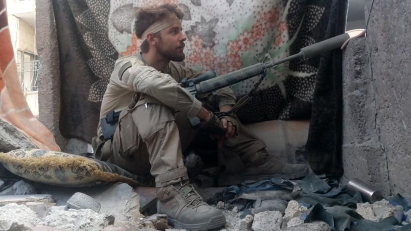 一天打13小時電玩!超狂遊戲玩家飛到敘利亞「火拼IS殺爆聖戰士」!他:一身本領都是《決勝時刻》裡學的