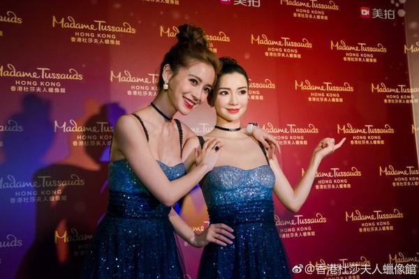 2018首位進軍香港蠟像館女星!Angelababy興奮與雙胞胎開幕,網友仔細一看秒吐槽:B奶呢?!