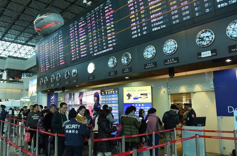 台灣護照好用度☆☆☆「免簽國多到老外都羨慕」,中國網友超不爽:「都是同一國,我們也要有吧?」