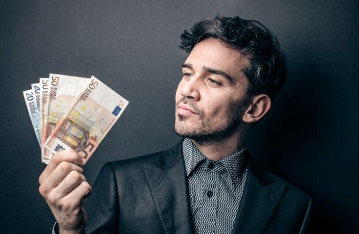 錢越多=越快樂?最新研究發現關鍵在「錢從哪裡來」突然懂了那些有錢人「無病呻吟的原因」
