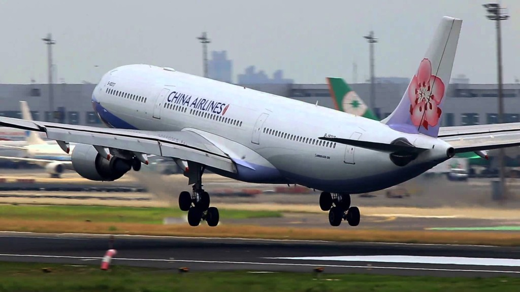 花蓮強震從日本急飛回台灣,日地勤偷偷在登機證寫「噴淚暖句」秒眼眶熱熱der!網友淚:還是中文的!