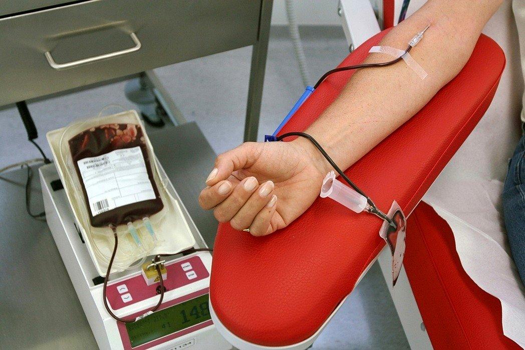 血真的不夠了!台灣業者出招「捐血領免費牛排」,還「號召員工集體捐血」全國一起拼血庫!