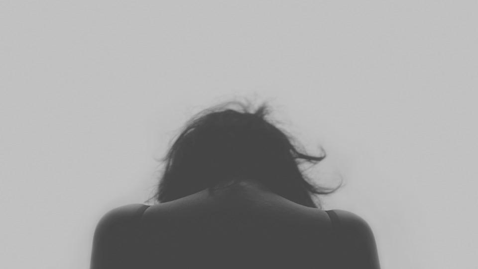 「妳這樣子,我出得來嗎?」愛愛時不願意她指控男友逼「每天愛愛換生活費」,提告性侵後「跳樓自殺」男獲判無罪