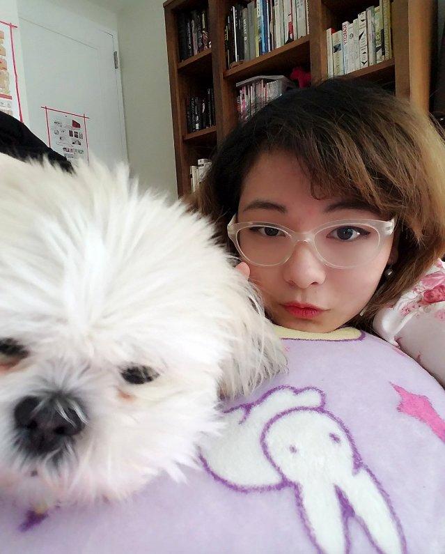 她離家念書「愛狗心碎失望」不願面對,爸爸「寄來超暖辦公照」讓她秒放心
