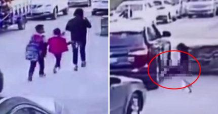 媽媽顧著講電話「2名小孩晾身後」,轉過身女兒已「被汽車輾成亡魂」爆血慘死 (影片)