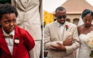 6歲男孩參加父母婚禮,見到媽媽穿白紗進場「感動到爆哭」狂掉淚!一旁弟弟情緒反差超大…