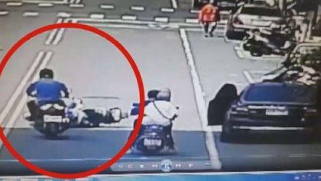 他突然開車門,女童遭後車當場輾斃...父親崩潰:她看到我噴出的鼻血就是眼淚!