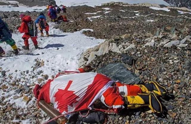 12具屍體至今還聖母峰頂「享受永恆勝利」的玩命鬥士。死法一個比一個浪漫...