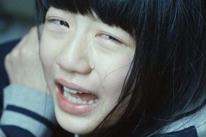 小三女童回家問:「你聞聞看我的嘴巴會不會很臭?」媽媽追問真相崩潰
