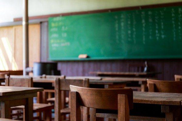 50歲男師教室偷藏「750件女學生原味內褲」慘被抓包,他辯「花3000元買的」:拿來造福同學