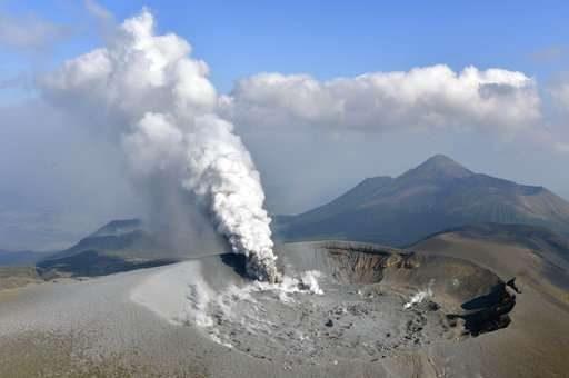 火山噴出超萌「粉紅巨貓」照片被瘋傳 網友笑翻:終於要統治地球了嗎?
