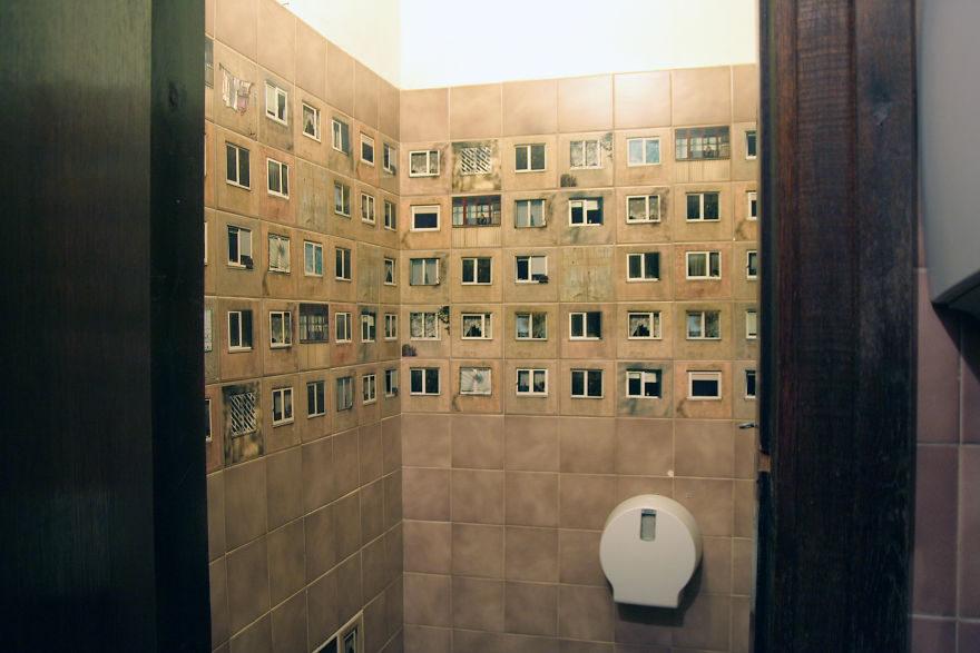 這間餐廳上廁所時會讓你被所有鄰居看光光...這是「讓人害羞又想乾淨」的驚奇創意!(14張)