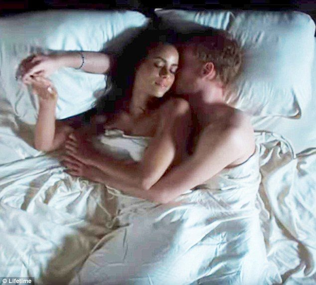 「哈利王子和梅根」全裸躺床激吻床照流出!「哈利」耳邊深情告白:我只需要你(影片)