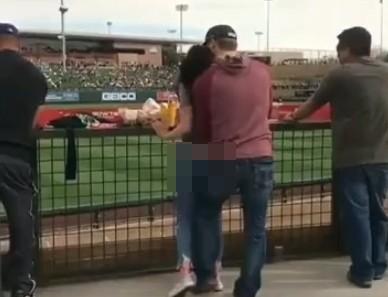 看棒球賽看到「來回高速挖洞」女方爽到不停痙攣,網友:衝三壘?(影片)