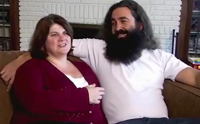 12年沒刮鬍子!女友接吻「不知道嘴巴在哪」 節目上「被刮乾淨」女友看怔:這誰