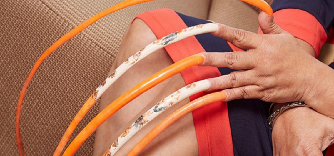 指甲彩繪耗費7天!留了24年世界上最長577cm指甲女人在家「動口不動手」:我負責「移開」就好
