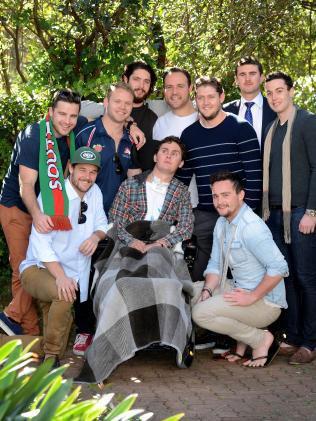 19歲橄欖球帥弟「耍屁生吞活蛞蝓」昏迷420天,醒來發現「下半身已經沒有感覺」母親崩潰!