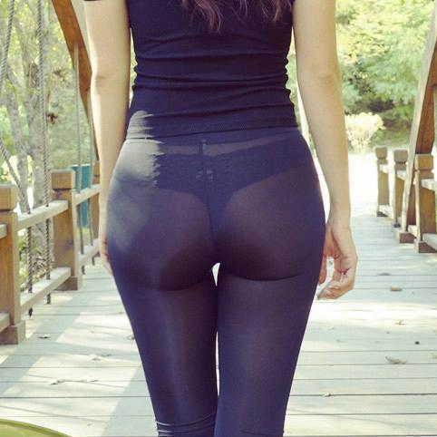巨.乳網紅大秀超害羞「小褲褲痕跡」,若隱若現「屁屁快爆出來」成最性感煩惱!(8張)