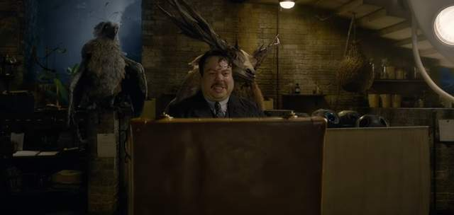 《怪獸與葛林戴華德的罪行》最新預告出爐!「年輕版鄧不利多」帥氣爆表,「強尼戴普憔悴LOOK現身」差點認不出!(影片)