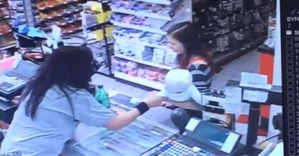 店員察覺女客人表情不對勁 立馬出手「救了小孩一命」!