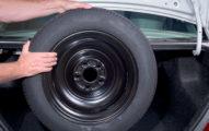 為何汽車備胎都「比正常輪胎小一號」?原因太暖心!
