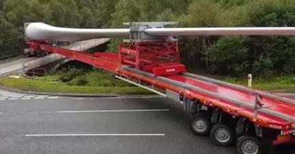 50公尺風力發電葉扇貨車「高難度神轉彎」讓人汗直流