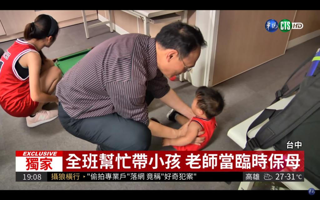 19歲小媽天天抱1歲孩子搭公車上課,「我只想好好完成學業」感動全班熱心當保母