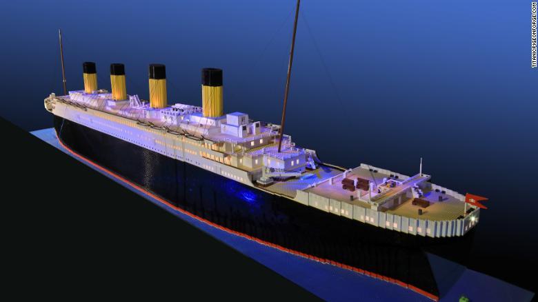 15歲自閉兒花700小時+5萬塊積木重現「世界最大樂高鐵達尼號」!近看精緻細節網全跪
