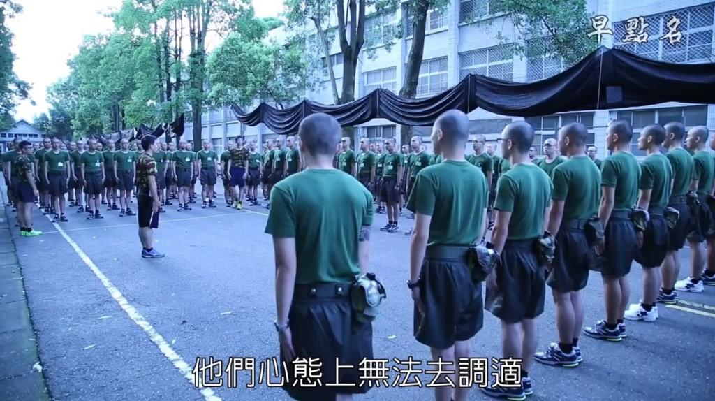 老媽照三餐打1985「提醒國軍」:我兒子吃魚過敏!班長崩潰:台灣就毀在你們這些家長手裡...