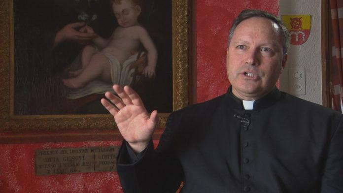 惡魔要我每天噴射40次!神父透露最恐怖「撒旦跟人類對話」驅魔過程,「中邪人數暴增」梵蒂岡將開設驅魔課!
