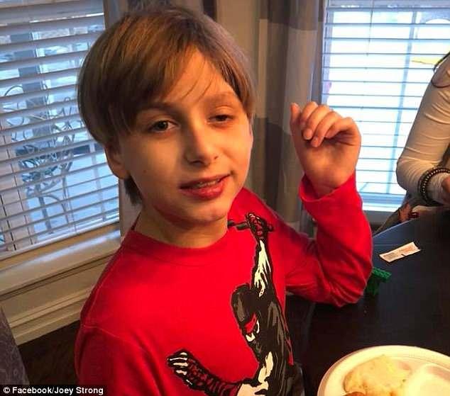 媽媽突然「爆頭2名兒子後自殺」,無力爸爸「依偎倖存11歲兒」:我跟妻子一樣不穩定